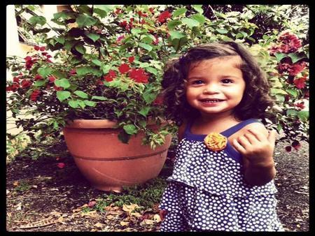 La foto de tu bebé: Natalia entre flores de otoño
