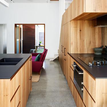 Suelos de cocina, ¿apostar por la continuidad o el contraste? He ahí la cuestión