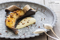 Plátanos asados con ron y almendras. Receta
