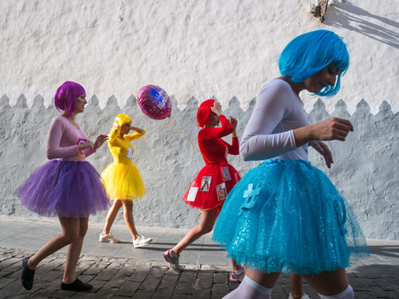 """'Coloreando', Andrés César le """"saca los colores"""" a los carnavales de Las Palmas de Gran Canaria"""