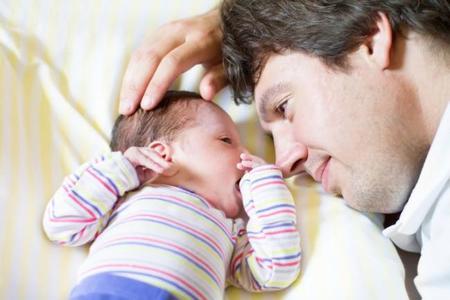 El pelo del bebé recién nacido