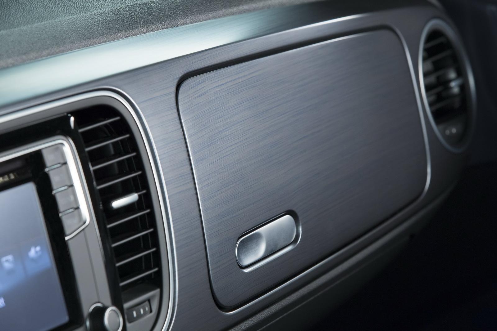 Foto de Volkswagen Beetle Cabrio Denim Edition (16/17)