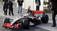 Gran despliegue de medios para la presentación del nuevo coche de Fernando Alonso en Telecinco