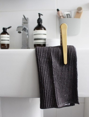 Una pinza con la que sujetar la toalla: ¿buena o mala idea?