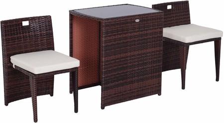 Conjunto de sillas y mesas