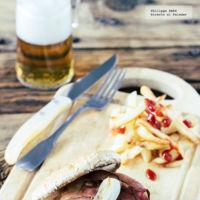 Hamburguesa de res con jamón serrano y piña. Receta