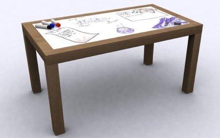 Una mesa con pizarra incorporada