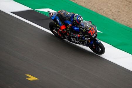 Marco Bezzecchi sorprende en Silverstone para batir a Jorge Navarro y aferrarse al mundial de Moto2