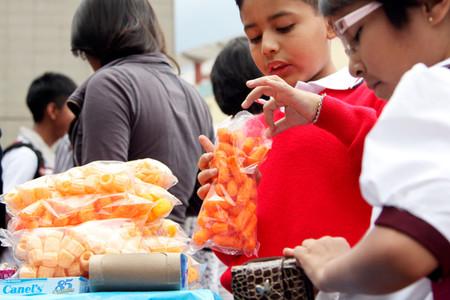 Comida chatarra y refrescos siguen siendo la principal venta en las cooperativas de las escuelas