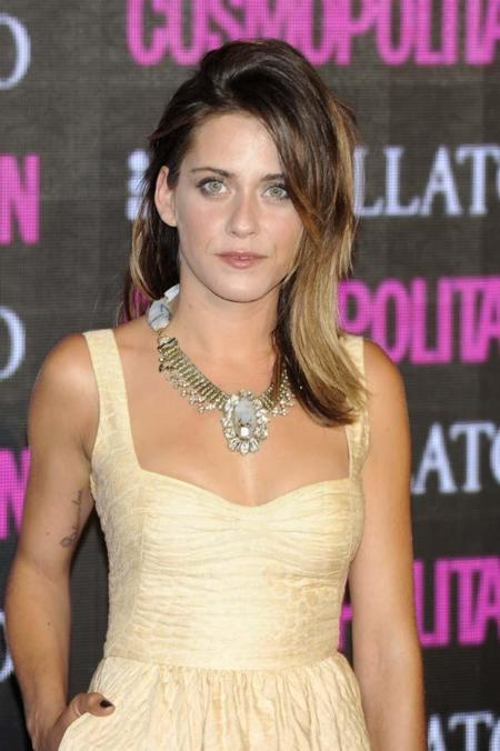 María León da la campanada en unos premios de belleza en el que los estilismos dejan mucho que desear