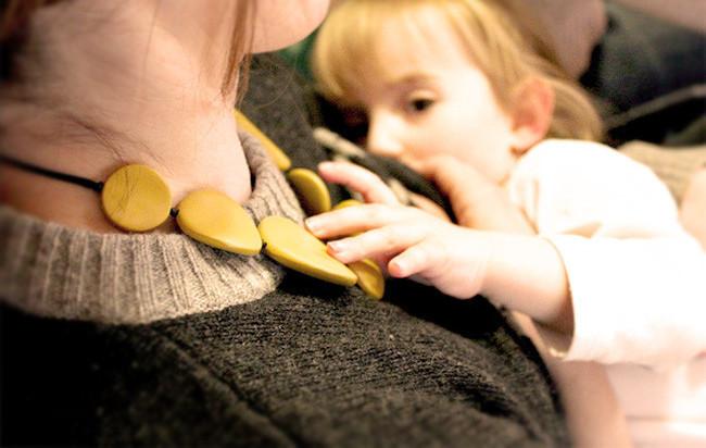 ¿Pero qué tiene que ver la crianza con apego con dar homeopatía, no vacunar y no dar leche?