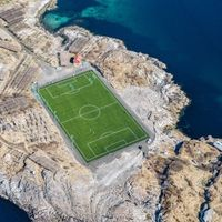 Este estadio de fútbol está más allá del Círculo Polar Ático
