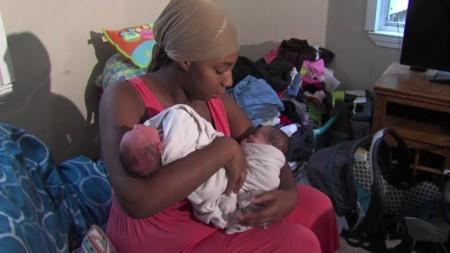 Da a luz a tres pares de mellizos en solo 26 meses