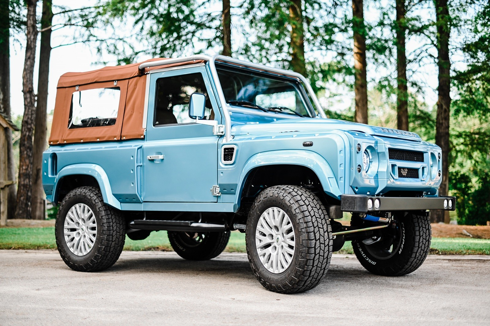 Land Rover Defender 90 por Osprey Custom Cars