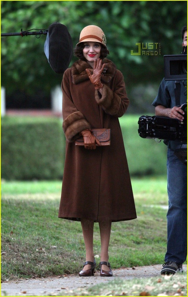 Foto de Angelina Jolie en el set de 'The Changeling' de Clint Eastwood (11/14)
