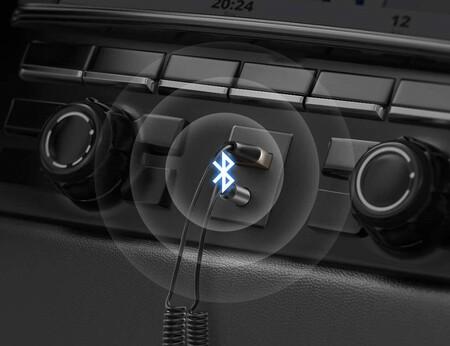 Este pequeño dispositivo permite tener Bluetooth en el coche a través del smartphone y de forma económica