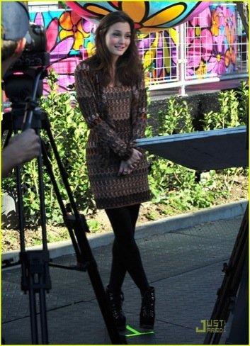 Duelo de estilos en looks de calle: Leighton Meester, Jessica Alba, Sarah Jessica Parker y Anna Paquin