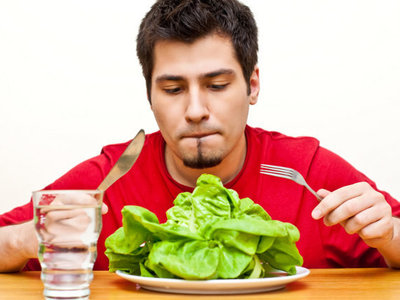 Todo lo que está mal en la dieta que te promete llegar a los 100 años