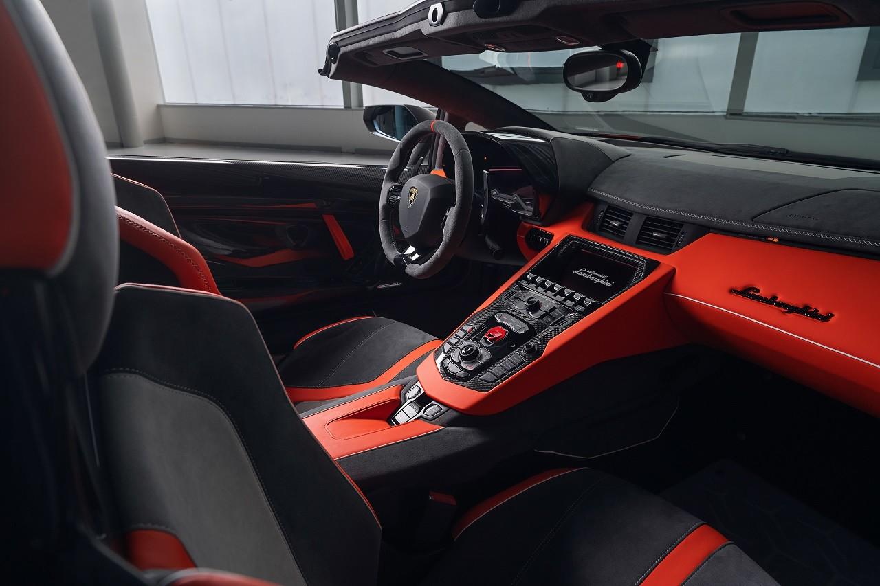 Foto de Lamborghini Aventador SVJ Roadster 63 y Huracán EVO GT (24/34)