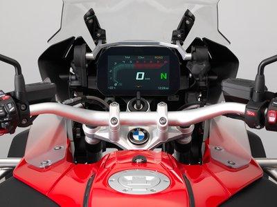 BMW abre una puerta al futuro con un nuevo cuadro de mandos con GPS integrado y conectividad total