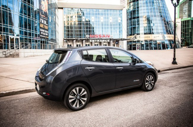 Nissan LEAF 2013 02