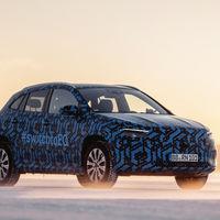 El Mercedes-Benz EQA, una clase de GLA eléctrico, ya se asoma en estas fotos con camuflaje