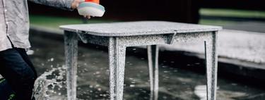Luken es una línea de mobiliario fabricado con botellas de plástico recicladas, ¡600 por mueble!
