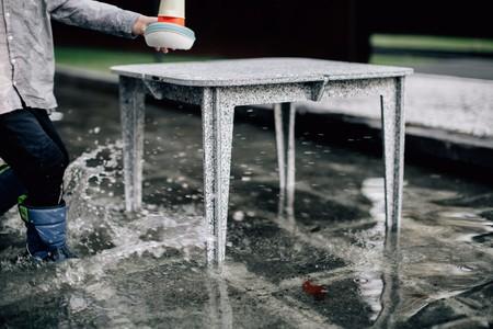 Luken tiene una línea de mobiliario fabricado con botellas de plástico recicladas, ¡600 por mueble!