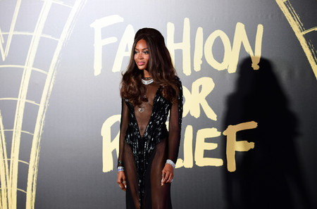 Naomi Campbell nos deja sin palabras en Fashion for Relief en Londres, ni Lady Kitty Spencer o Alexa Chung están a su altura