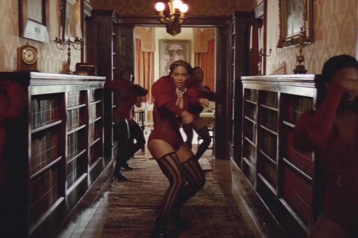 Foto de Vestuario de Beyoncé en Formation (9/21)