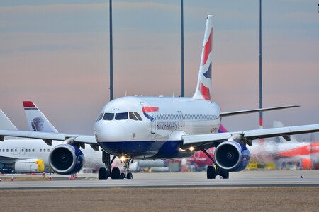 México analiza el cierre de vuelos de Reino Unido, donde se ha detectado una nueva cepa de SARS-CoV-2: esto sabemos de ella