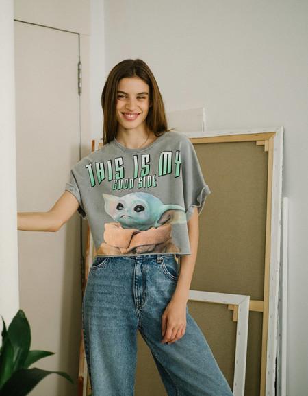 Si estás enamorada (u obsesionada) con Baby Yoda, las nuevas camisetas de Bershka se han creado para ti