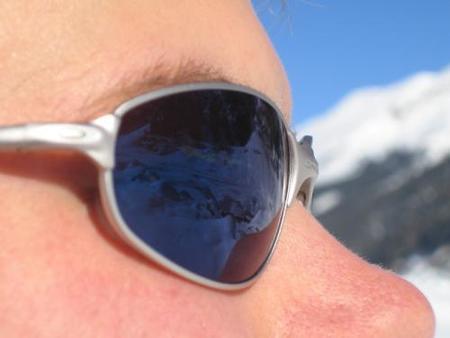 Usa gafas de sol cubrientes