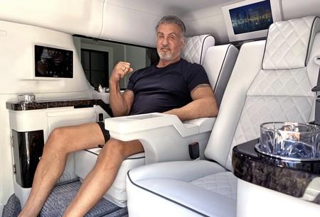 """Sylvester Stallone pone a la venta su obsceno Cadillac Escalade por 350.000 dólares: """"Ya no necesito este coche"""""""