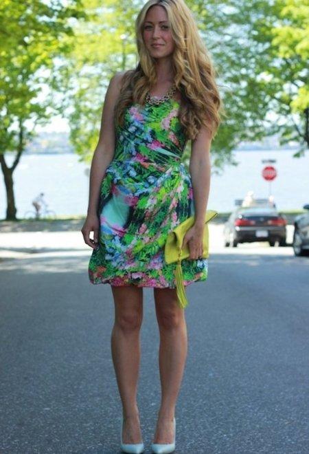 vestido de estampado tropical