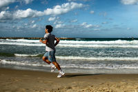 Apúntate a las actividades playeras y conserva el cuerpo en forma