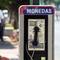 Crónica de una muerte anunciada: el número de casetas telefónicas en México disminuye 24% en tres años