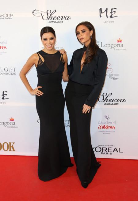 Eva Longoria vestida de Victoria Beckham y la diseñadora Victoria Beckham en la Global Gift Gala celebrada en Londres en Noviembre 2013