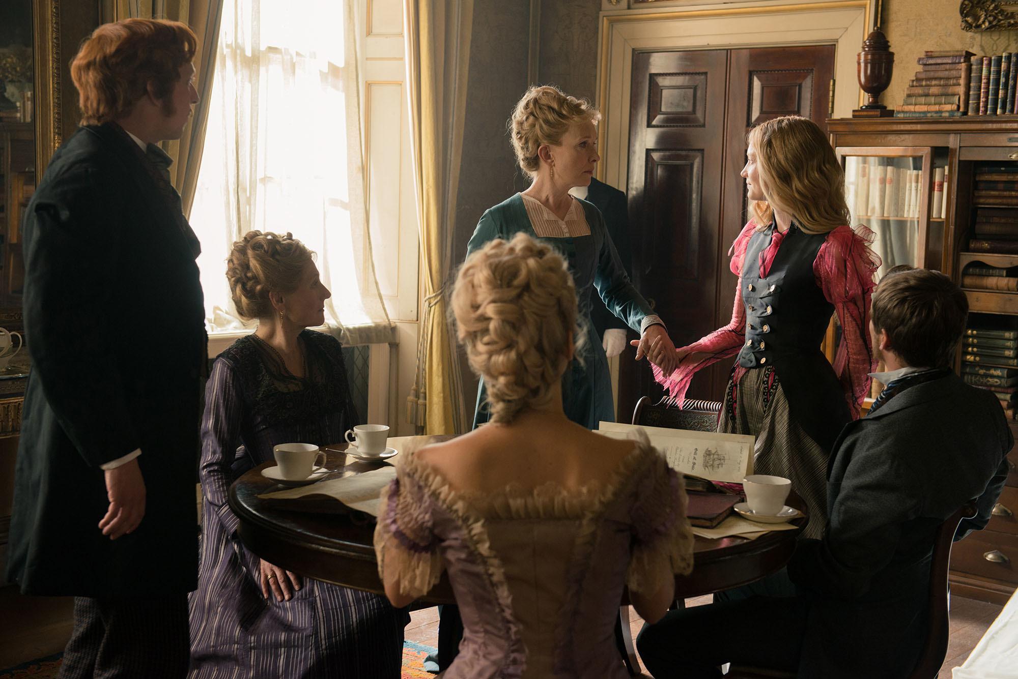 Foto de Vestuario película 'Alicia a través del espejo' (1/13)