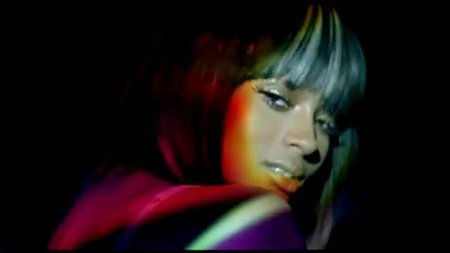El flequillo bicolor de Ciara en el video 'Love Sex Magic', cambia tu look sin cortar el pelo