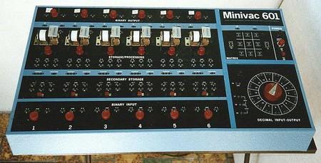 Minivac 601, computadora digital electromecánica creada por Claude Shannon