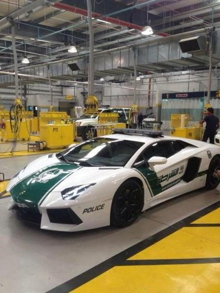 Quiero ser policía en Dubai y conducir un Lamborghini Aventador
