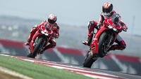Ben Spies y Nicky Hayden exprimiendo la Ducati 1199 Panigale R en Austin, galería de fotos