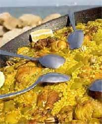 Los japoneses aprenden a cocinar una auténtica paella valenciana