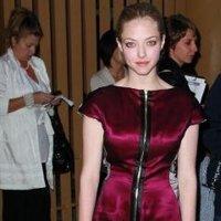 Amanda Seyfried lleva el vestido del revés
