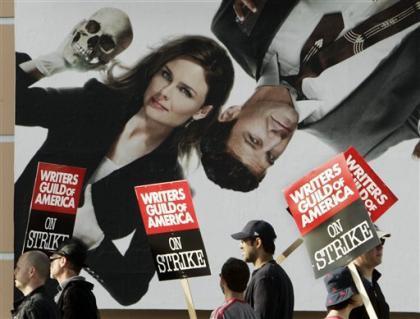 Los estudios presionan a los actores de las series en huelga