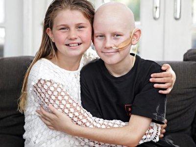 Un niño con cáncer encuentra en su hermana un donante compatible y viven juntos el momento del transplante a través de Facetime