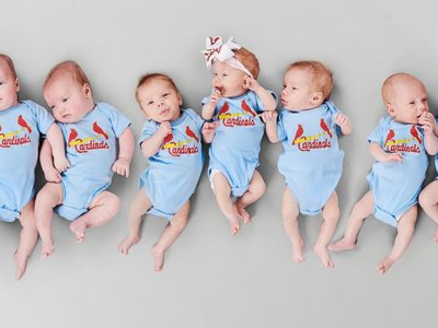 Un equipo de béisbol: un médico asiste el parto de tres tríos de trillizos en apenas seis semanas