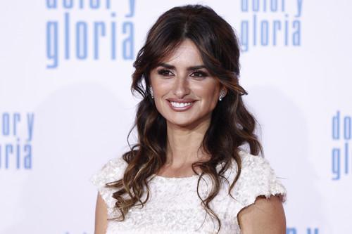 """Penélope Cruz se viste de novia en la premiere de """"Dolor y Gloria"""""""