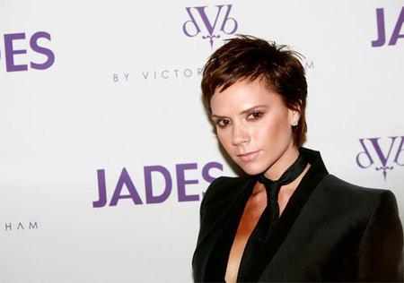 ¡Por fin Victoria Beckham reconoce que canta mal!